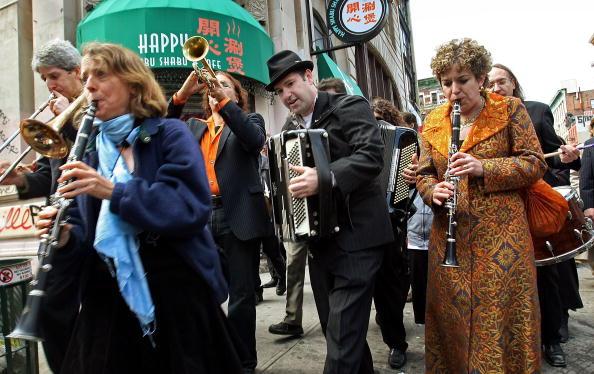 Klezmer「Traditional Jewish Klezmer Musicians Visit New York Synagogue」:写真・画像(9)[壁紙.com]