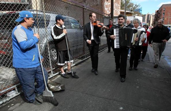 Klezmer「Traditional Jewish Klezmer Musicians Visit New York Synagogue」:写真・画像(7)[壁紙.com]
