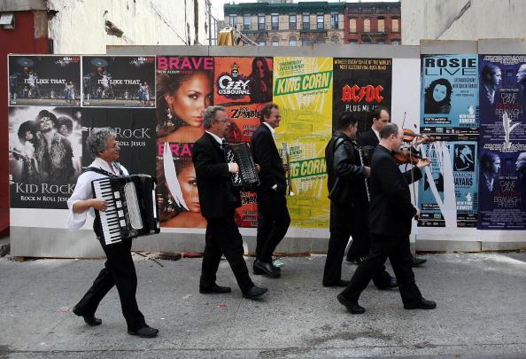 ワールドミュージック「Traditional Jewish Klezmer Musicians Visit New York Synagogue」:写真・画像(0)[壁紙.com]