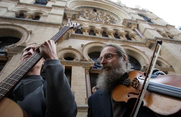 Klezmer「Traditional Jewish Klezmer Musicians Visit New York Synagogue」:写真・画像(1)[壁紙.com]
