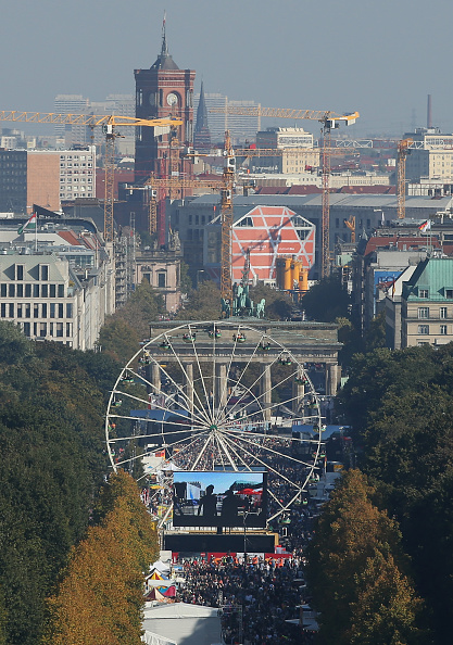 Amusement Park Ride「Germany Celebrates 25 Years Since Reunification」:写真・画像(13)[壁紙.com]