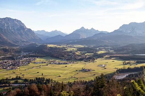 Bavarian Prealps「Kreplschrofen, View to Wallgau, Kruen, Isar, Bavarian Prealps, Germany」:スマホ壁紙(4)