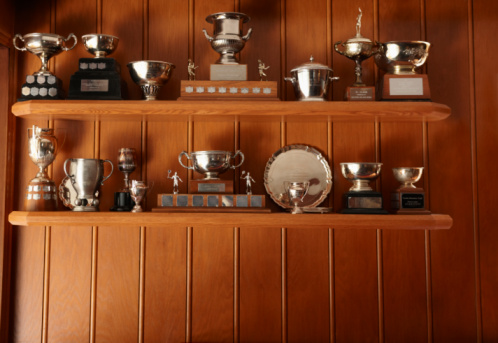 Trophy - Award「Trophies Lined Up On Display Shelf」:スマホ壁紙(2)