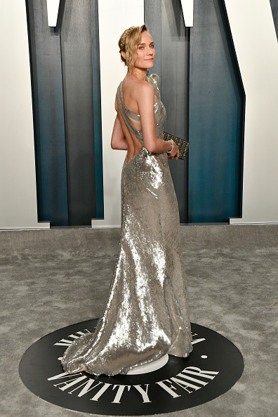 銀色のドレス「2020 Vanity Fair Oscar Party Hosted By Radhika Jones - Arrivals」:写真・画像(19)[壁紙.com]