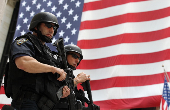 Police Force「NYC, Washington Step Up Security Measures After Terror Threat Is Detected」:写真・画像(8)[壁紙.com]
