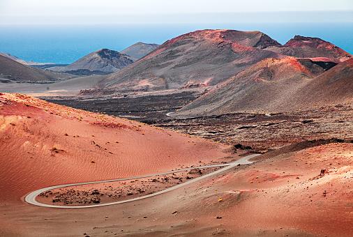 Atlantic Islands「Volcanic landscape in Timanfaya National Park, Lanzarote, Canary Islands」:スマホ壁紙(9)