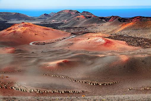 Caldera「Volcanic landscape, Timanfaya National Park, Lanzarote, Canary Islands」:スマホ壁紙(2)