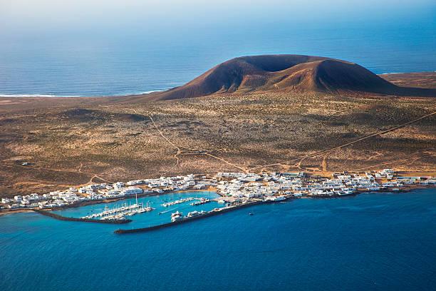Volcanic landscape in Lanzarote.:スマホ壁紙(壁紙.com)