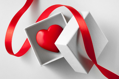 ハート「ギフトをご用意しています。小ボックスを心よりお待ちしております。」:スマホ壁紙(3)