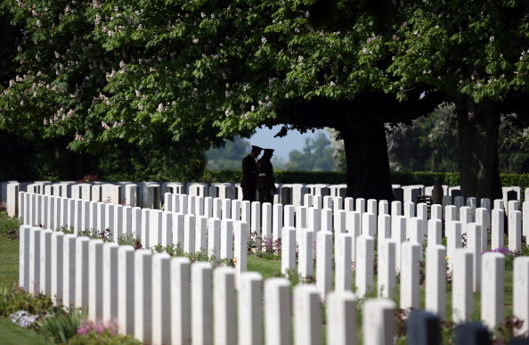Cemetery「Normandy Veterans Gather For The 69th Anniversary Of The D-Day Landings」:写真・画像(18)[壁紙.com]