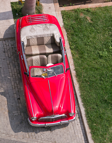 Convertible「Classic 50s American car in Havana Cuba」:スマホ壁紙(16)