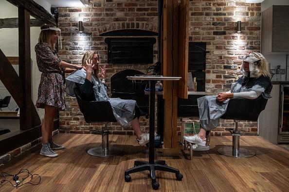 Dye「England Gets A Haircut - Salons Open After Coronavirus Lockdown」:写真・画像(3)[壁紙.com]