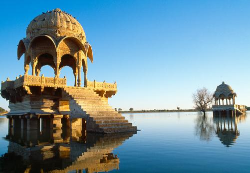 Rajasthan「Buildings on Gadi Sagar lake in Jaisalmer, Rajasthan, India」:スマホ壁紙(4)