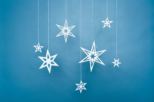 Paper Craft「Paper stars hanging on strings」:スマホ壁紙(15)