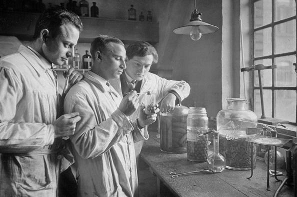 Scientist「Food Laboratory」:写真・画像(8)[壁紙.com]