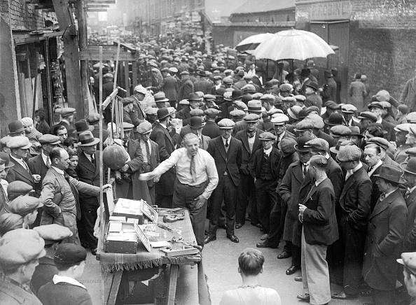 Financial Occupation「Crowd Around Stall」:写真・画像(15)[壁紙.com]