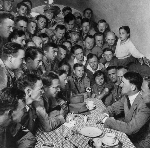 スクエア「Hitler And Youth」:写真・画像(5)[壁紙.com]