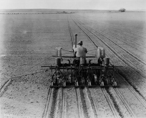 Plowed Field「Kansas Corn」:写真・画像(0)[壁紙.com]