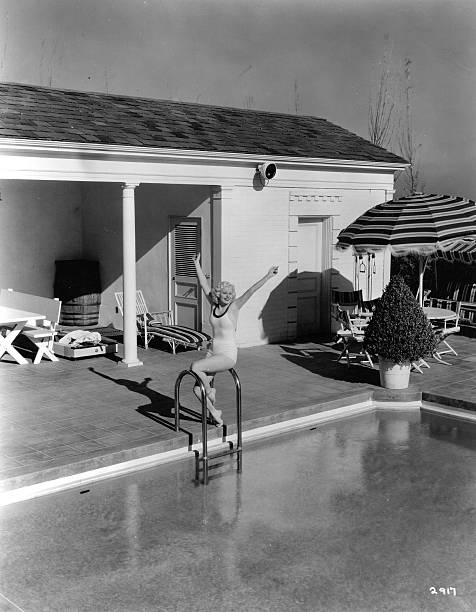 Jean Harlow At Home:ニュース(壁紙.com)
