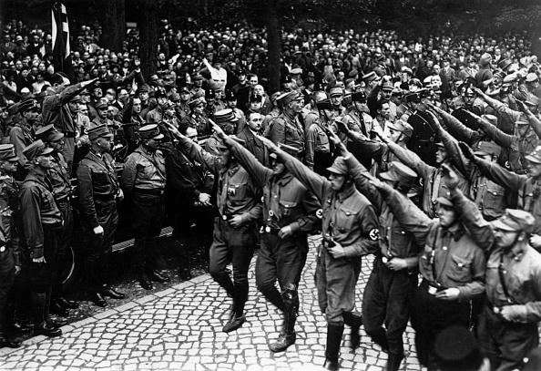 Saluting「Heil Hitler」:写真・画像(8)[壁紙.com]