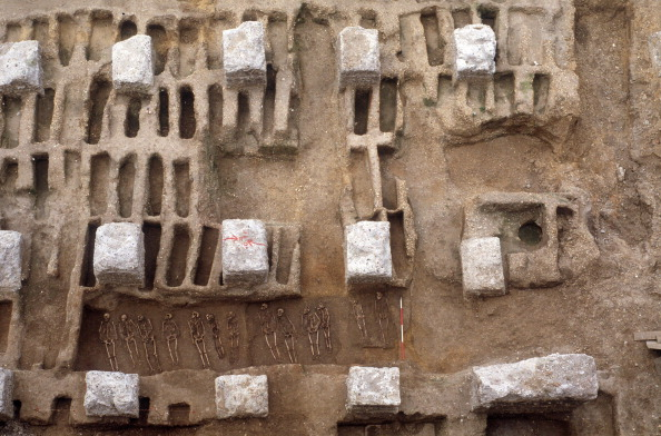 Circa 14th Century「The Excavation Of The Black Death Cemetery At The Royal Mint Site」:写真・画像(6)[壁紙.com]
