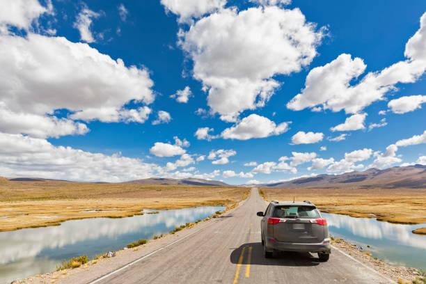 Peru, La Reserva Nacional Salinas y Aguada Blanca, SUV on the road:スマホ壁紙(壁紙.com)