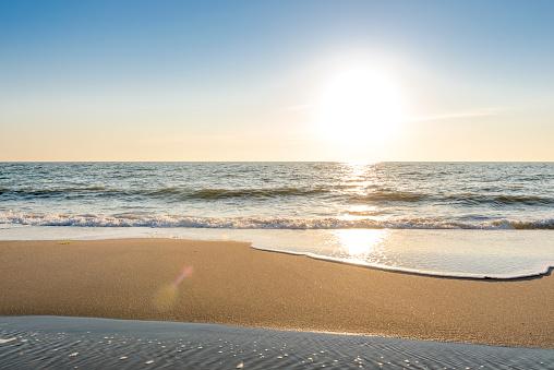 Sunlight「Germany, Schleswig-Holstein, Sylt, North Sea, beach against the sun」:スマホ壁紙(8)