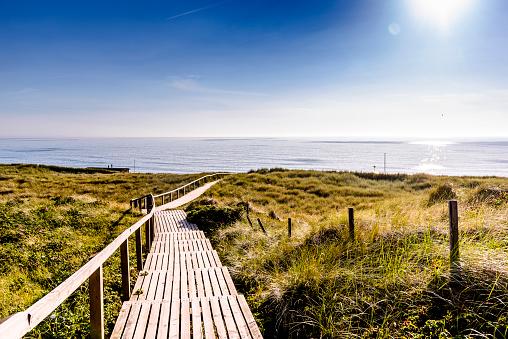 Footbridge「Germany, Schleswig-Holstein, Sylt, wooden walkway through dunes」:スマホ壁紙(19)