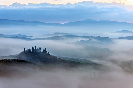 Frost「Scenic Tuscany landscape at sunrise, Val d'Orcia, Italy」:スマホ壁紙(8)