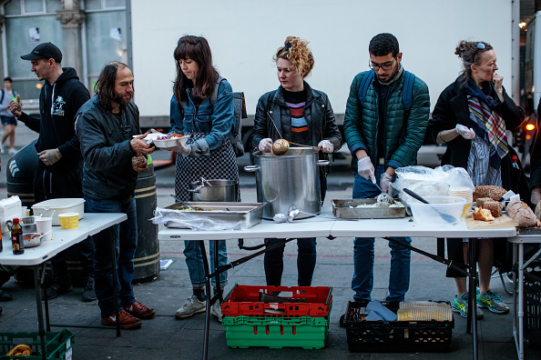 Volunteer「Charity Seeks To Re-purpose Supermarket Waste Food To Combat Food Poverty」:写真・画像(7)[壁紙.com]
