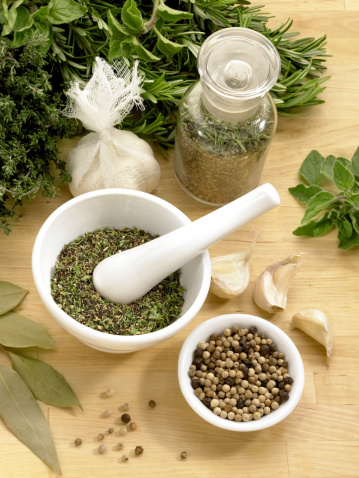 Bay Leaf「Herbs and spices with mortar and pestle」:スマホ壁紙(19)