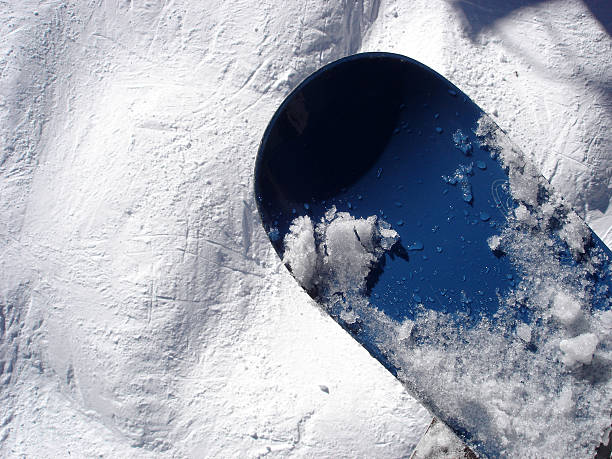 ブルースノーボードに突起を実行します。:スマホ壁紙(壁紙.com)