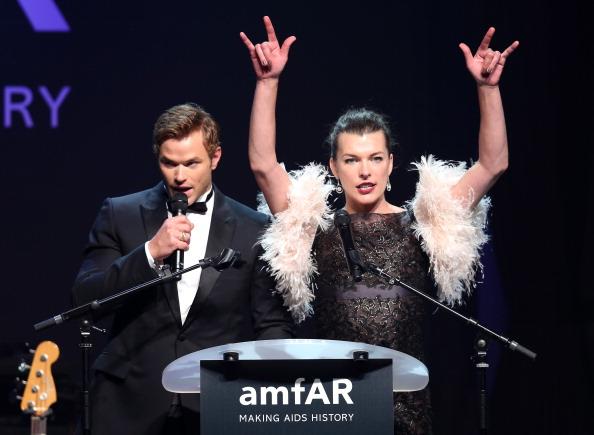 ミラ・ジョヴォヴィッチ「amfAR's 21st Cinema Against AIDS Gala, Presented By WORLDVIEW, BOLD FILMS, And BVLGARI- Show」:写真・画像(13)[壁紙.com]
