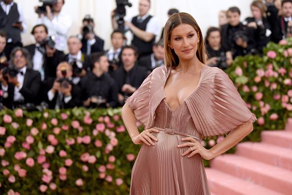 Gisele Bundchen「The 2019 Met Gala Celebrating Camp: Notes on Fashion - Arrivals」:写真・画像(1)[壁紙.com]
