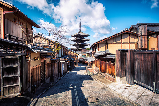 Kyoto City「Alley with view of Yasaka Tower, Higashiyama-ku, Kyoto, Japan」:スマホ壁紙(0)