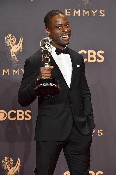 Best actor award「69th Annual Primetime Emmy Awards - Press Room」:写真・画像(2)[壁紙.com]