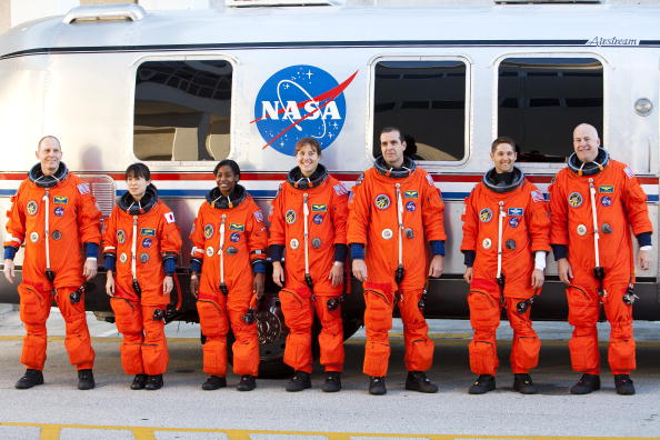 Japan Aerospace Exploration Agency「Discovery Shuttle Crew Arrives For Terminal Countdown Demonstration Test」:写真・画像(2)[壁紙.com]