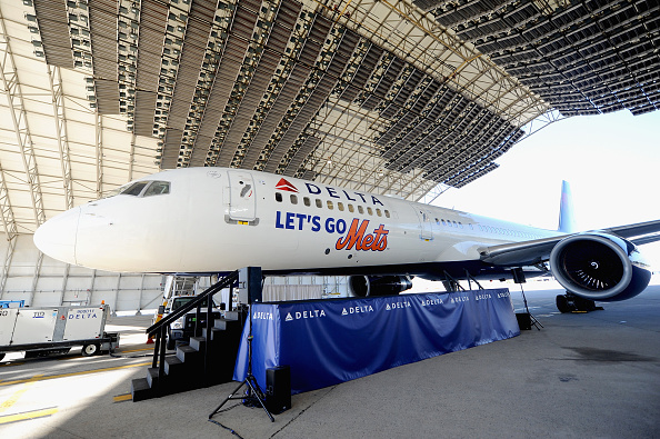 Kennedy Airport「Delta Air Lines Unveils Let's Go Mets Aircraft」:写真・画像(2)[壁紙.com]