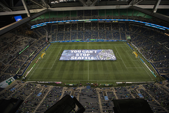 """Hayward Field「Delta Air Lines and Goalie Stefan Frei Unveil the """"Fabric of Sounders FC,"""" A Season-Long Community Design Project, At Sounders FC Match vs. Chicago at CenturyLink Field on September 28, 2016」:写真・画像(17)[壁紙.com]"""
