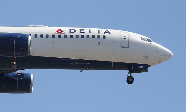LAX Airport「Delta Airlines To Cut Flights And Raise Fares As Fuel Costs Surge」:写真・画像(11)[壁紙.com]