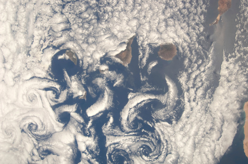 La Graciosa - Canary Islands「Cloud vortices in the area of the Canary Islands in the North Atlantic Ocean.」:スマホ壁紙(11)