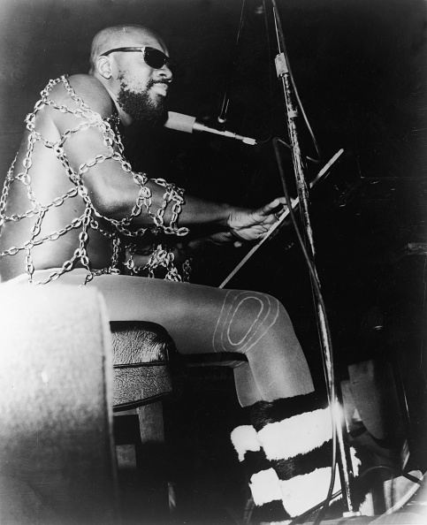Funky「Isaac Hayes performs in chain top, 1970s.」:写真・画像(13)[壁紙.com]
