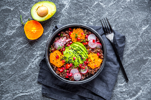 Black Sesame Seed「Red Quinoa salad with avocado, tomatoes, red radishes, pomegranate seeds, black sesame and cress」:スマホ壁紙(10)