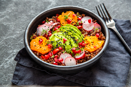 Black Sesame Seed「Red Quinoa salad with avocado, tomatoes, red radishes, pomegranate seeds, black sesame and cress」:スマホ壁紙(8)