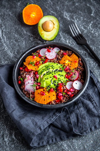 Black Sesame Seed「Red Quinoa salad with avocado, tomatoes, red radishes, pomegranate seeds, black sesame and cress」:スマホ壁紙(9)