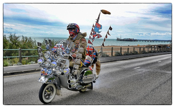 Alan Crowhurst「Scooters Gather For The Brighton Mod Weekender」:写真・画像(0)[壁紙.com]