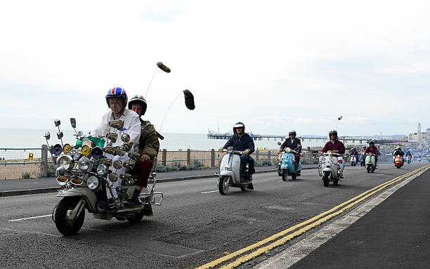 Scooters Gather For The Brighton Mod Weekender:ニュース(壁紙.com)