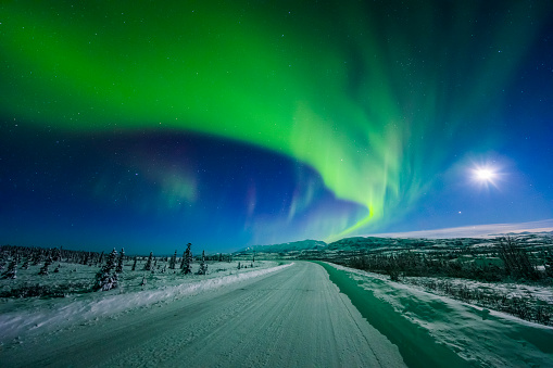 星空「The moon and aurora shine in the night sky over a snow covered Richardson Highway south of Delta Junction」:スマホ壁紙(1)