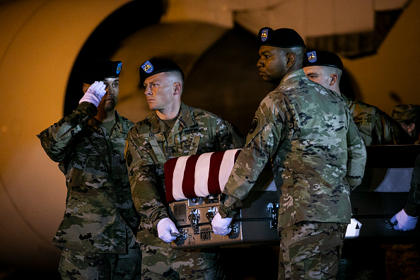 Dover - Delaware「Dignified Transfer Held For Army Spc. Michael I. Nance At Dover Air Force Base」:写真・画像(5)[壁紙.com]