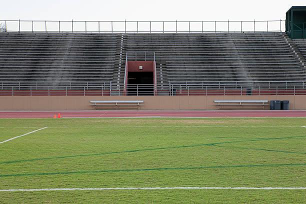 Empty stadium and track:スマホ壁紙(壁紙.com)